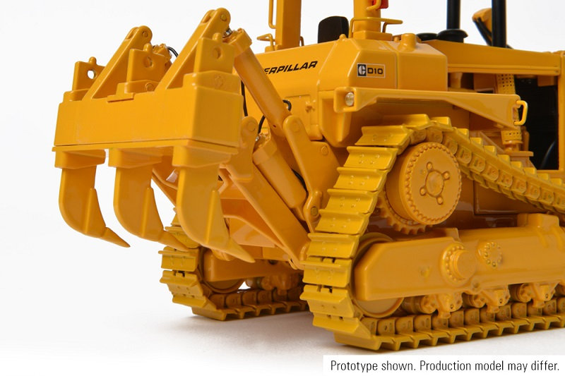 CCM CAT D10 Tractor w/Push Blade 1:48