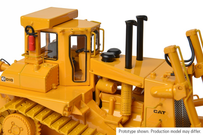 CCM CAT D10 Tractor w/U Blade 1:48