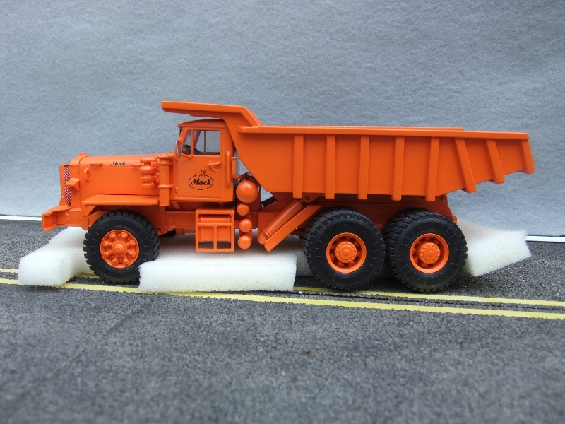 EMD Mack LRVSW Quarry Mining Dump Truck ORANGE 1:50