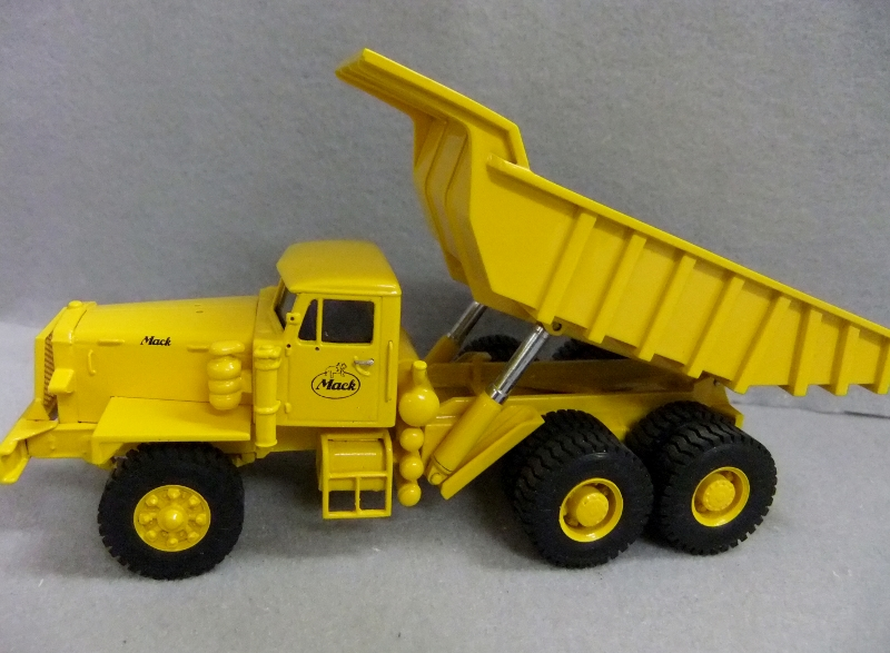EMD Mack LRVSW Quarry Mining Dump Truck Yellow 1:50