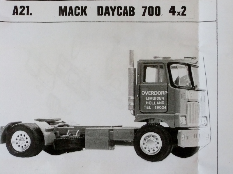 Keystone Models Mfg Mack Day Cab 700 4x2 NEW Unassembled Kit 1:48